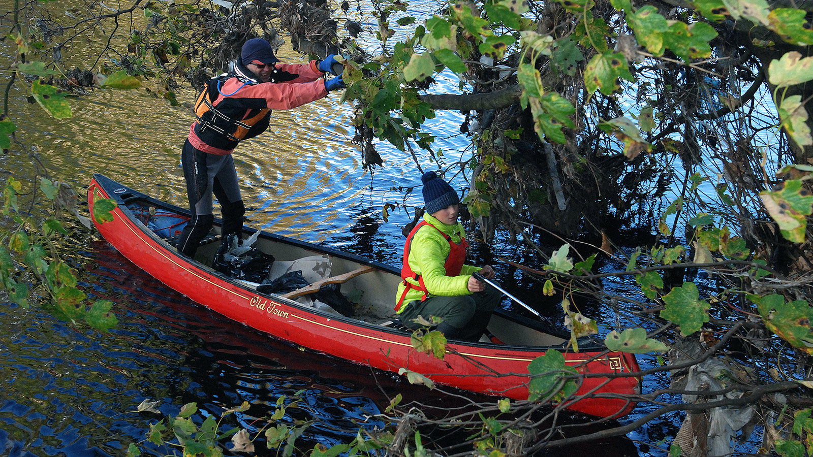 litter-pick-11-canoeists-1600