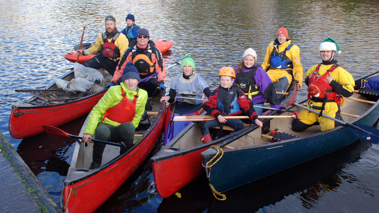 litter-pick-8-canoeists-1600