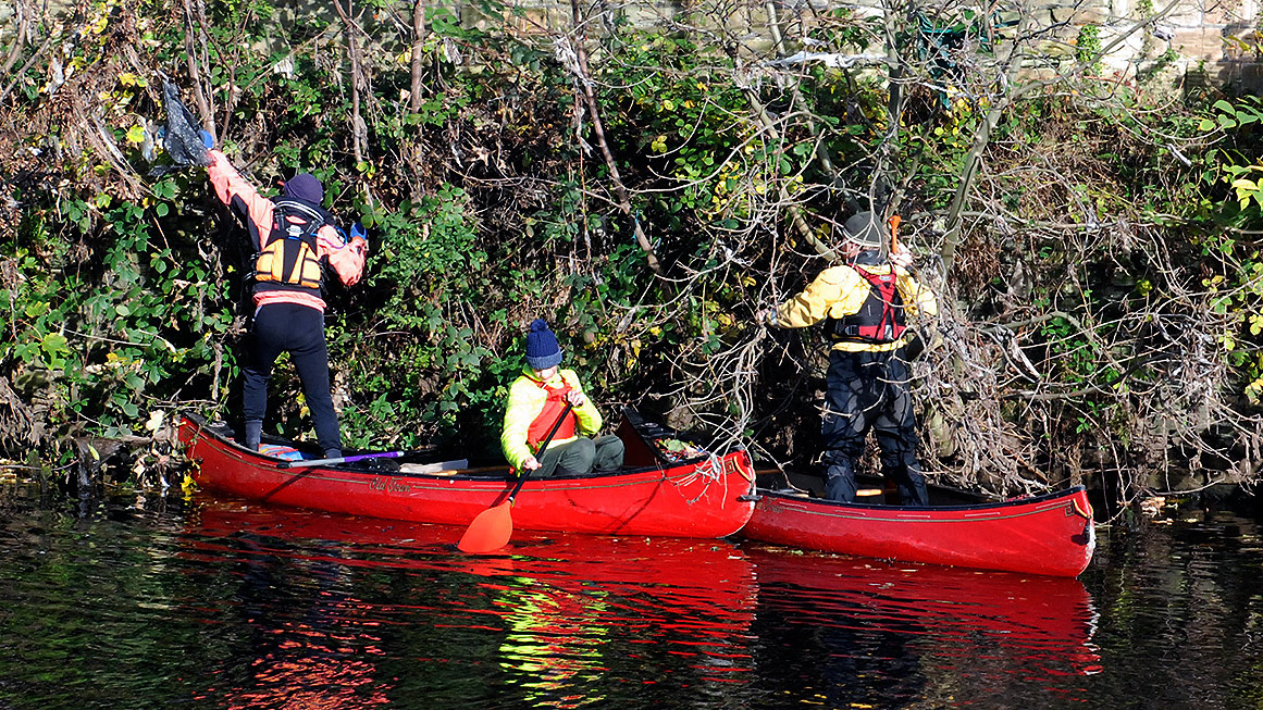 litter-pick-9-canoeists